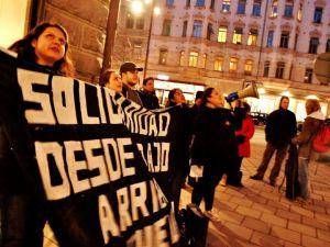 Solidaridad desde abajo - arriba lxs que luchan! Protest utanför Chiles Ambassad i Stockholm 1 mars